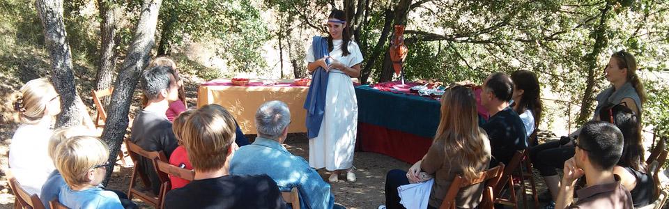 """El taller """"De vi, de roses i de Roma"""" celebrat a l'ombra de les alzines (Aula del bosc de Mons Observans)"""